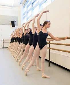 esercizi alla sbarra danza