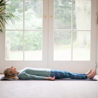 posizioni yoga di rilassamento